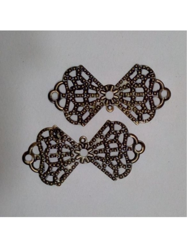 Metal charm-filigree ribbon
